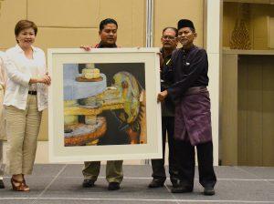 اهدای نقاشی توسط هنرمندی از شهر پیننگ، مالزی