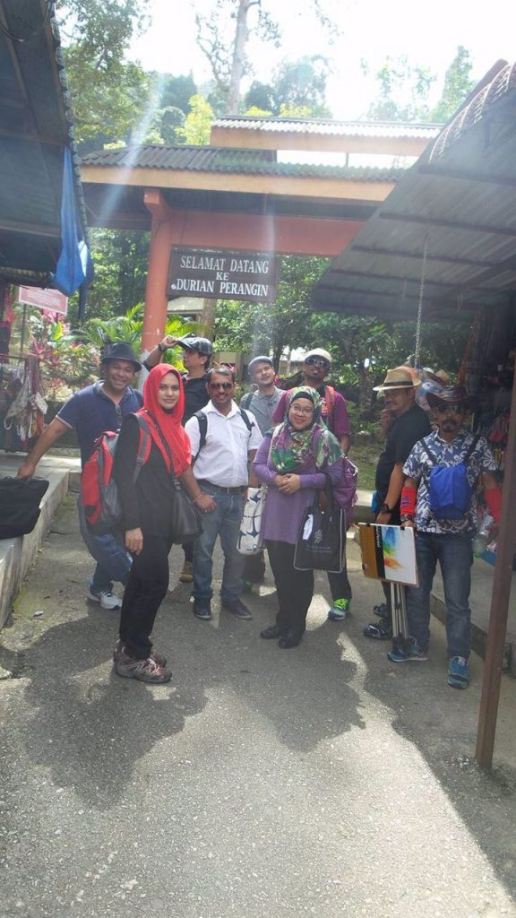 "Seen here with his new friends,  artists  from Gallery Shah Alam...as they ""sneaked ""off to explore  Langkawi on they own"