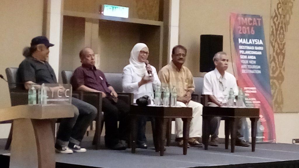 From left: Charly Lesquelin  (Reunion Island), Prof Raja Dato' Zahabuddin Raja Yaacob (Galeri Shah Alam, Malaysia ), Pn Zainariah  (Yayasan Hasanah, Said Aniff Hossanee (Mauritius ) & Celso Pepito  (Phillipines)