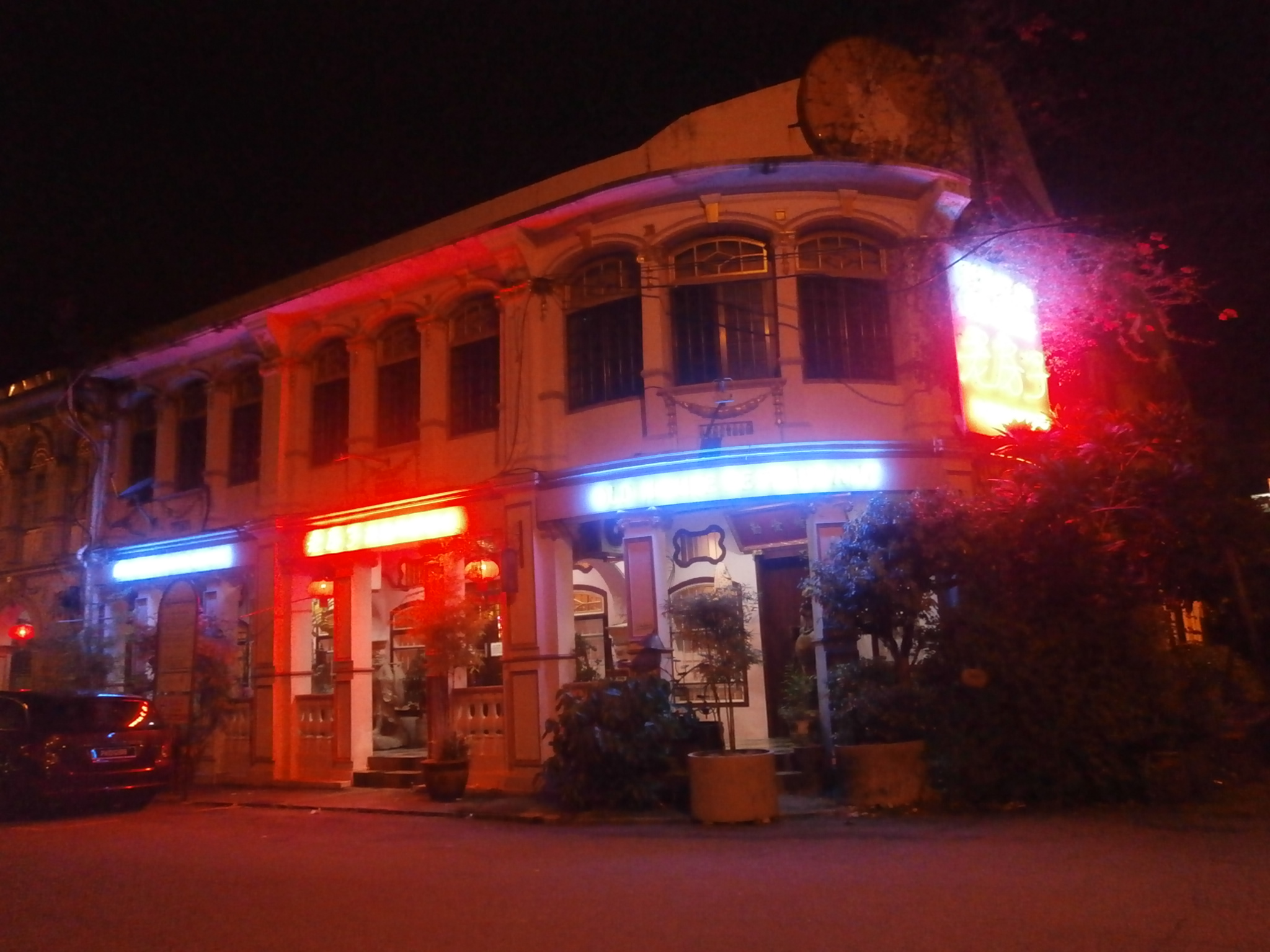Night lights make this Old House Restaurant even more beautiful.