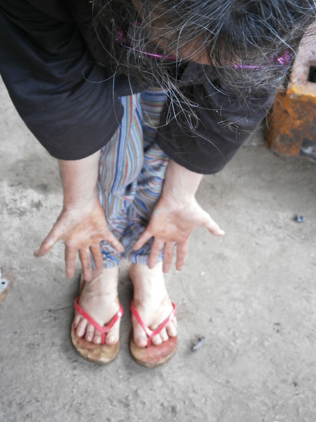 "For the love of art: Helen Crawford's dirty hands and feet show the beginning of her ""labor of love"" art piece."